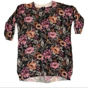 H&M short sleeved floral sweater - S